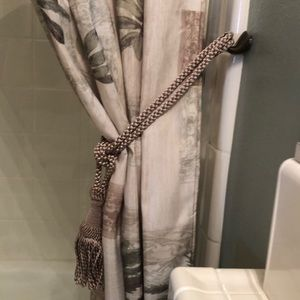 One Curtain Tie. Good condition. Used.